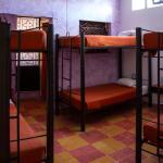 Estrella, habitación compartida con 7 camas individuales.