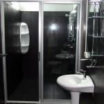 salle de bain chambre Deluxe Bungalows Guesthouse