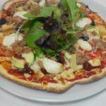 pizza chevre et thon a la grecque