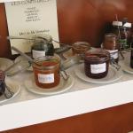 Die selbst gemachten Marmeladen, die meine Frau so liebt; Spezialität: Marmelade aus grünen Lins