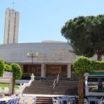 Subiendo hacia la iglesia pueden apreciar a su izquierda el Rey de las Gambas