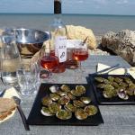 AUBERGE PAYSANNE DE LA MER, Situé à Saint-Martin-de-Ré. Les palourdes et le vin rosé de l'Ile de