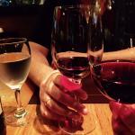Brinde com o vinho indicado pelo garçom.