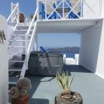 upper & lower decks, jacuzzi on lower