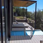 Außenbereich vor Zimmer 3, mit kleinem Pool