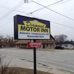Diamond Motor Inn sign.