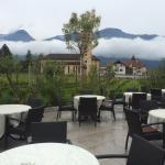 Blick ins Restaurant - vom Balkon. Die Bikeauswahl -der Eingang - Blick von der Terasse und der