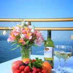 Бокал белого холодного крымского вина...что еще нужно для счастья?))