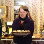 Cindy mit Carot Cake im England England