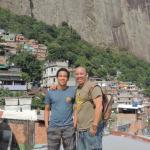 Juan Pablo y yo dentro de La Rocinha