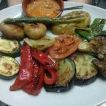 Parrillada de verduras con salsa romescu!