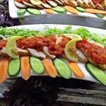 Hähnchenfleisch-Platte mit scharfer Soße