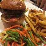 Le burger de la semaine : bœuf foie gras confiture de figue et bacon : excellent, très goutu Sou