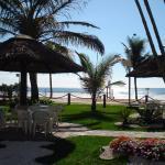 Jardin del hotel con vista al mar