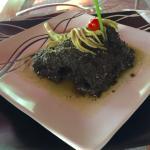 Cerdo de monte cocinado con hierbas de la selva, el plato quedo tan limpio que reveló el rostro
