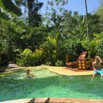 Photo de la piscine intimiste dans jardin du lodge Phidjie au Costa Rica