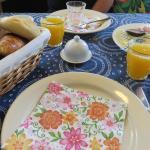 warme broodjes, verse eitjes en heerlijk sap, alles tip top en orde