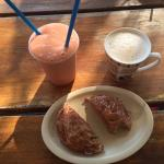 amazing cinnamon roll, papaya smoothie and a latte!