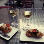 Tapa+Copa de Vino DO Somontano en la terraza