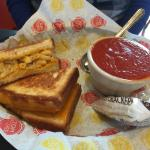 grilled mac & cheese sandwich and tomato soup