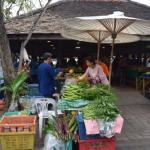 オーガニック野菜を農家が直営販売している市である、