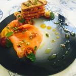 Tiradito de salmón ahumado al aceite cítrico