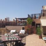 La terrasse sur le toi pour prendre un bon bain de soleil dans un décor soigné