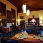 ห้องอาหารชั้นบน ผ้าสีเหลือง (ชั้นล่างผ้าสีแดง ตอนไปมั้นสีแบบนี้)