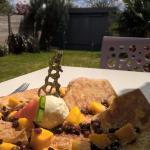 crêpe glace coco, raisins au rhum, morceaux de mangue