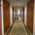 המסדרון המקשר לחדרים