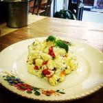 Anche primi piatti. Il nostro piatto più richiesto: gnocchi, ricotta al basilico e pomodori conf