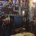 Fotos de la Fonda, frente e interiores. Muy buen lugar y comida.