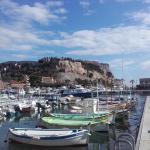 Vue du port de Cassis et du Château