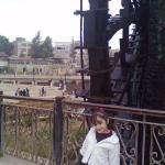 صورة لابنتي الصغيرة لانة قرب الناعورة في حديقة أم الحسن في حماة.
