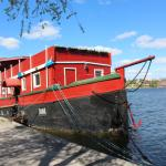 The Red Boat Hotel & Hostel Photo