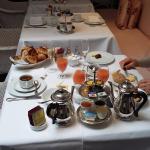 """Petit déjeuner extraordinaire """"au champagne"""" inclus dans le tarif !!"""