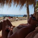 Aan het mooie rustige strand