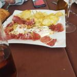 Presentacion de platos con patatas de bolsa vergonzoso