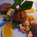 Schokoladenparfait mit frischen Früchten