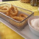 Calamares a la romana con mayonesa - Restaurante La Clota (L'Escala-Girona)
