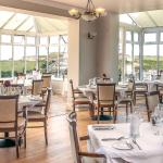 Beaucliffes Restaurant overlooks the gardens and Porth beach