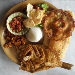 Nasi Ulam Ikan Goreng (Nasi Ulam with Fried Fish)