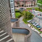 Vista de los jardines y parking