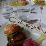Burger de foie gras poelé avec sa réduction de Melfor aux épices! Excellent !