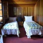 Parte das camas de solteiro no quarto 10.