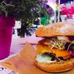 Cheeseburger with dark bread