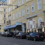 Front of restaurant and souvenir shop