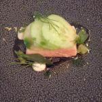 Antipasto a base di salmone e cetrioli