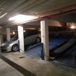 Garage - wenn man mit dem Autolift hinunter gefahren ist hat man es noch nicht geschafft!