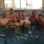 El grupo en la piscina del hotel
